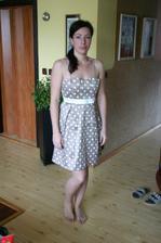 Moje šatičky na převlečení-jen nevím co to mám s tím obličejem ;-))))