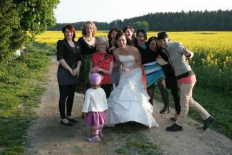 Nevěsta s holkama )))