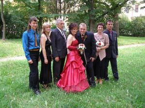 Taťka s mamkou a sourozenci - Péťa, Hanka, Jindra
