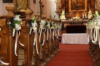 krásná výzdoba kostela ...