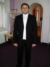 V černém to není ončo,je takový smutný a jak filharmonista...:o))