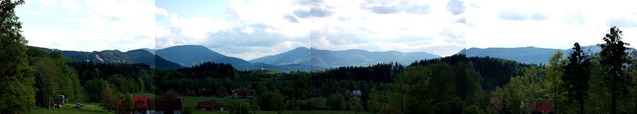 Foto pro @ceslik náš pohled kolem dokola na domečku v Beskydech:)