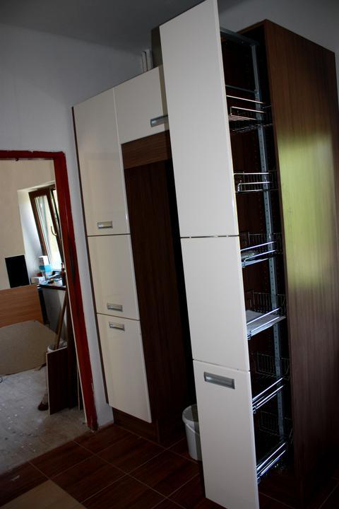Domeček-naše přestavba - Potravinová skříň,ve prostřed bude lednice
