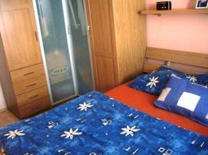 ložnice malá ale útulná