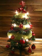 som dostala lienkove ozdoby pretože lienky milujem a tak som spravila mini stromček