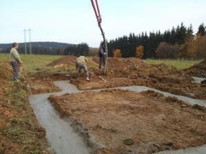2 den - první dávky betonu