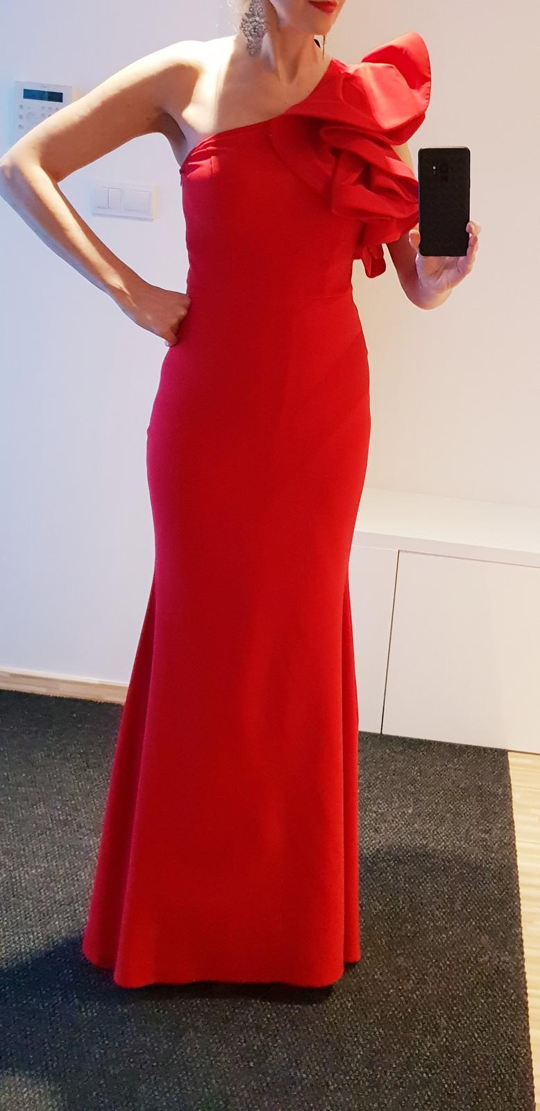 Červené dlhé šaty - Obrázok č. 1
