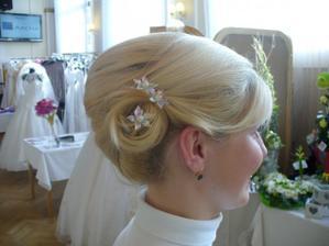 Takto mě učesala paní kadeřnice na svatebním veletrhu v Hradci Králové