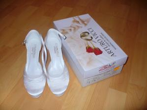 Nové botičky... Navíc je vybíral Tomík, tak mám jistotu, že se mu budou líbit..