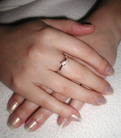 Co uz mam(e) k 27.08.2005 - snubny prstienok...najkrajsi na svete xi ;-) presne taky som si predstavovala.