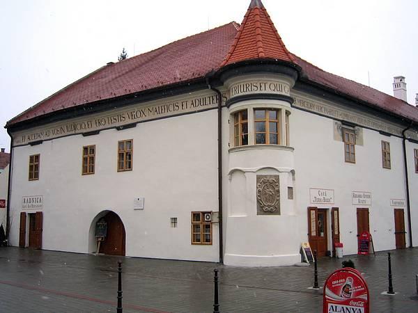 Co uz mam(e) k 27.08.2005 - radnica Pezinok-z druhej strany.