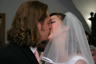 Pobozkajte nevestu... mmmmmCMUUUK
