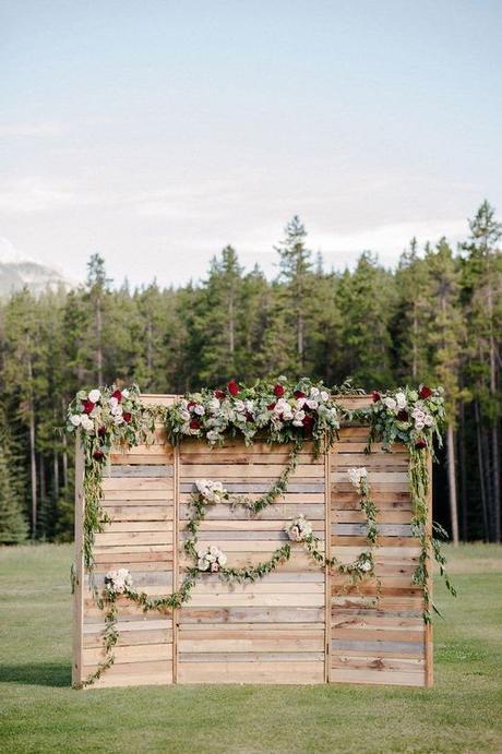 Dřevěná zástěna za novomanžele - Obrázek č. 1