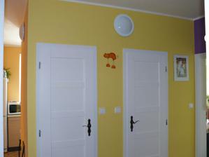 Chodba s vchodem do kuchyně, ta je ukrytá za WC a koupelnou :o).