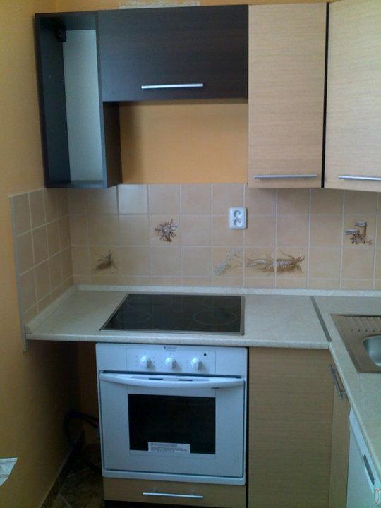 Konečně ve vlastním bytečku :o). - Kuchyňka po sestavení, ještě bez doplňků a digestoře...