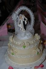 dort je dle přání ženicha z marcipánu, mě se moc nezamlouval