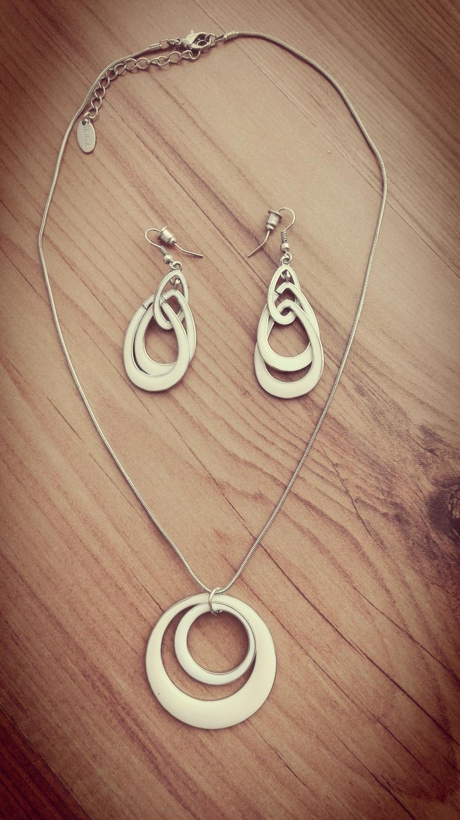 Náušnice a náhrdelník - Obrázok č. 1