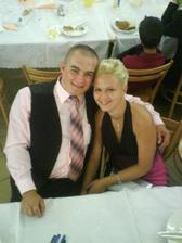 My dvaja zaľúbenci,nakámoškinej svadbe pred rokom.