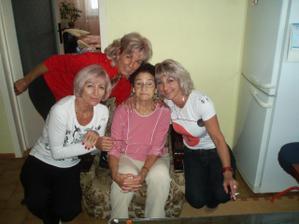 Moja mamka v červenom, moje tety a moja starká