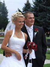 krásny mladomanželský párik