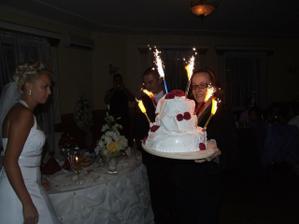 Naša krásna tortička s ohňostrojom. Nikto to nečakal.Iba my sme o tom vedeli.Chichi