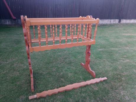 drevená vyrezávaná kolíska - Obrázok č. 1