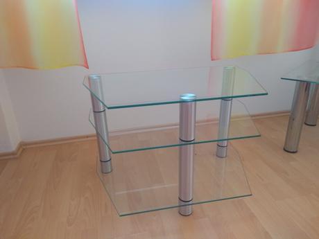 sklenený stolík pod TV - Obrázok č. 1