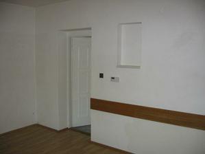 pohled z obývacího pokoje směrem k ložnici
