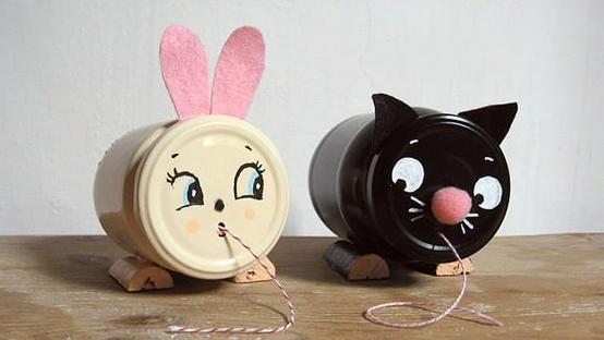 Postup: http://www.handmadecharlotte.com/diy-vintage-inspired-string-holders/