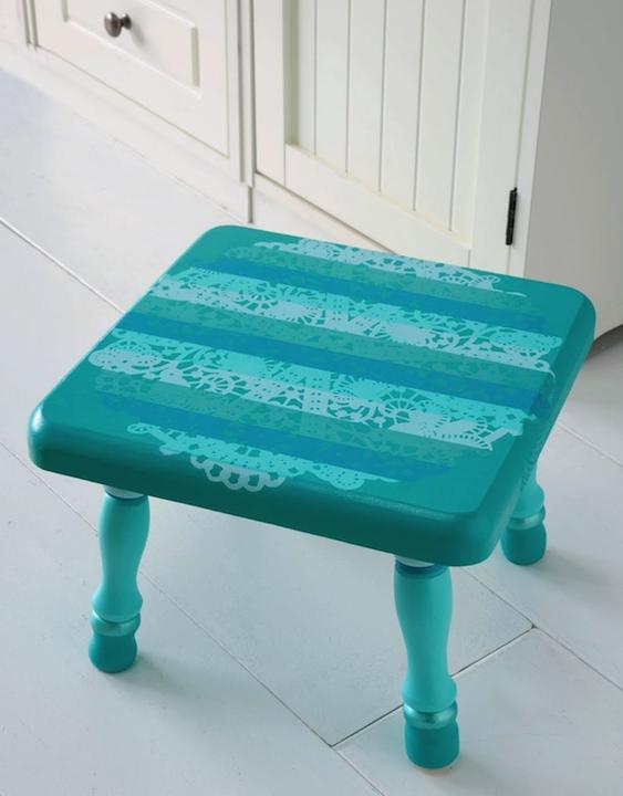 dajme ♡eciam 2.šancu - http://modpodgerocksblog.com/2010/09/doily-design-as-resist-stool.html
