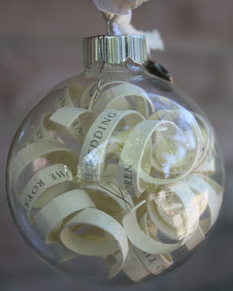 anniversary Gift Ideas❣ - DIY: http://christyrobbins.blogspot.sk/2011/07/wedding-invitation-ornament.html