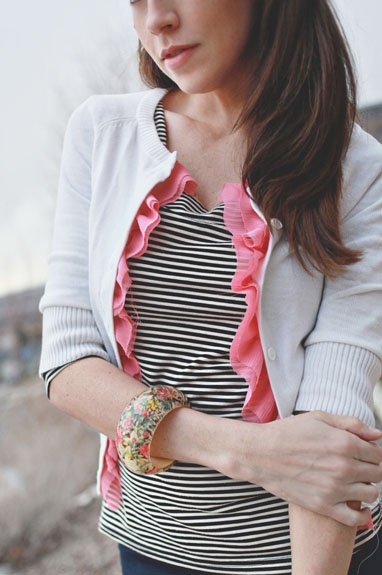 DIY and Be chic ♛ - DIY: http://elizabethkartchner.blogspot.sk/2011/03/diy-crepe-ruffle-sweater.html
