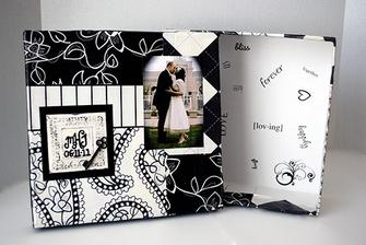 DIY: http://www.thedatingdivas.com/just-the-two-of-us/time-capsule-anniversary-gift/