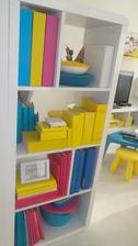 knižky dostali jednotný farebný šat ;-) obalenim do baliaceho papiera