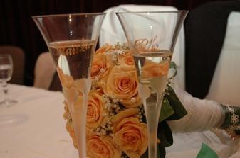 svadobne pohare a kytica