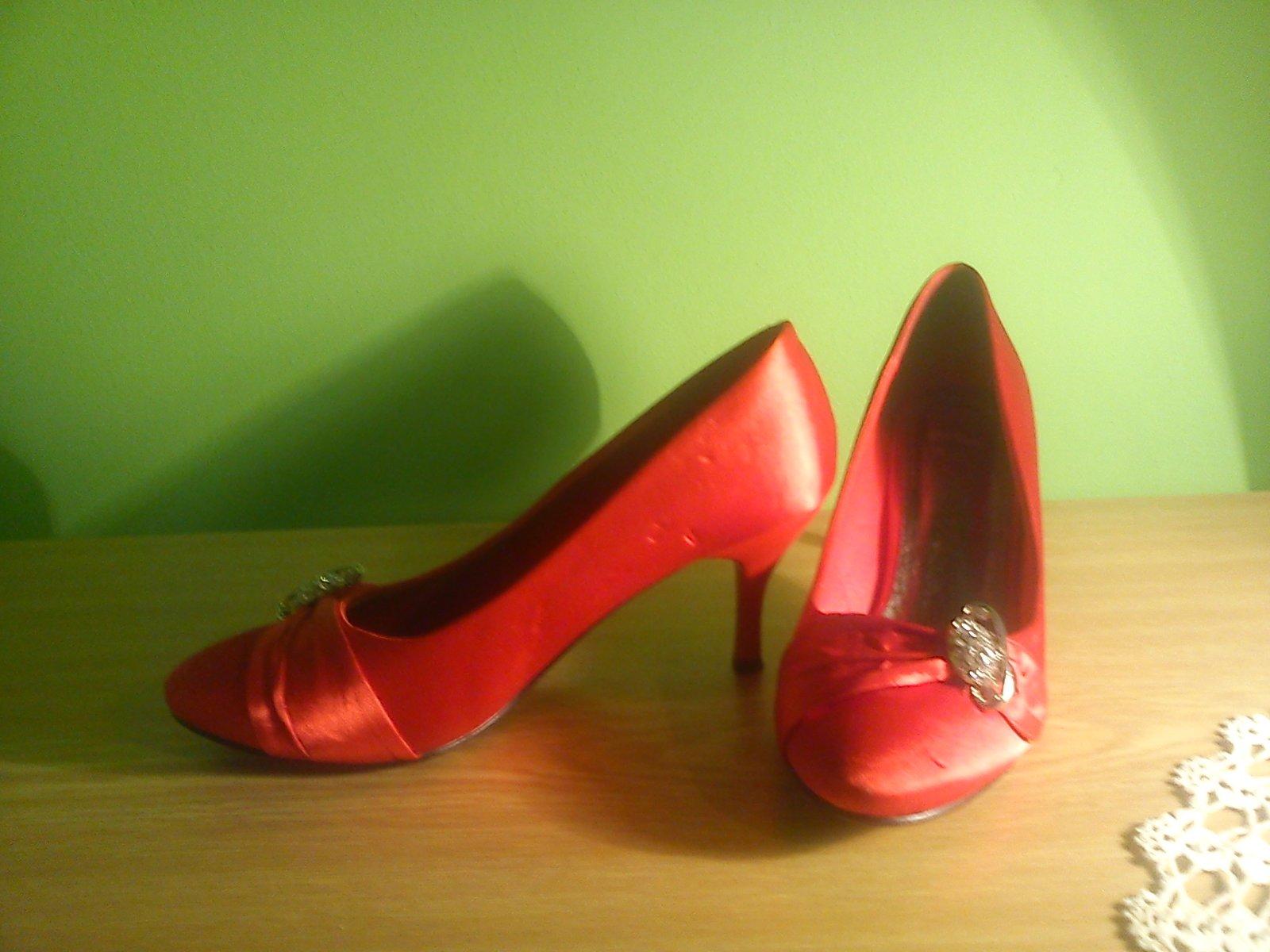 cervene satenove topanky - Obrázok č. 1