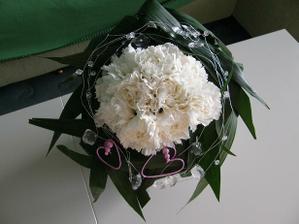 28-2- zkoušela jsem umotat svoji kytku, jen doplnit květy orchideí a mohlo by být..:))
