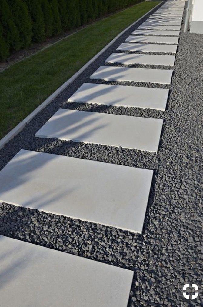 Zdravím, máte prosím někdo udělaný takto chodník z betonových  našlap? Prosim, jak se udržuje? - Obrázek č. 1