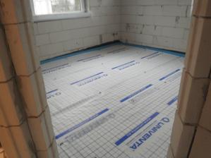 polystyrén a fólia na podlahové kúrenie