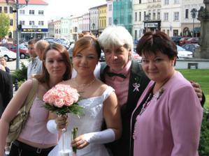 já, sestra a rodiče- všichni laděni do růžova:-)