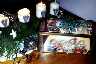 ..dnes som dostala túto krásnu vianočnú plechovicu..bude na vianočné koláčiky...
