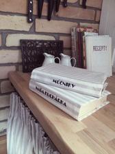 ..dnes som mala tvorivú chvíľku a obliekla som veeeeľmi staré kuchárske knihy...