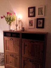 """..uchvátil ma """" botanical art """" od saskiamia, tak som využila prázdnu stenu na chodbe a nevyužité fotorámčeky...a výsledok sa mi celkom páči :)"""