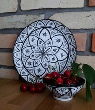 ...môj prvý pokus o maľovanie na keramiku....vzor podľa Tine K Home...