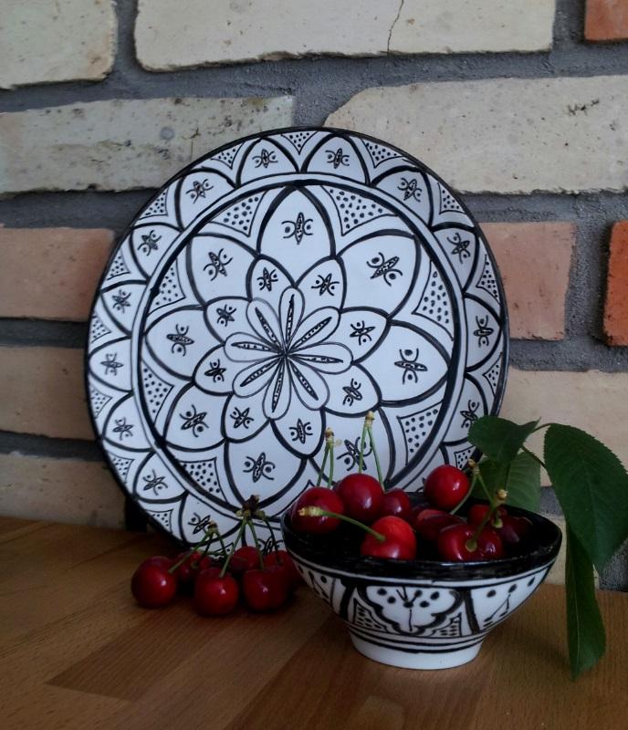 ..kuchyňa podľa mojich predstáv... - ...môj prvý pokus o maľovanie na keramiku....vzor podľa Tine K Home...
