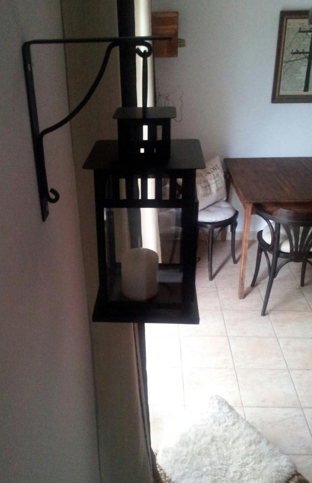 Home sweet home...... - ...tento nápad zavesiť lampáš na policovú konzolu som odkukala v Ikea :)