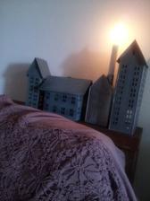 ...ešte som si v Štiavnici rozšírila zbierku plechových domčekov...to ružové je šatka, nech mám aj niečo na seba :-D