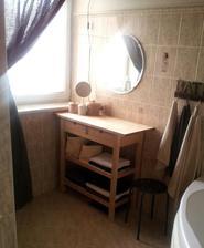 """...po odprataní práčky z kúpeľne mi vznikol priestor na takýto """" skrášľovací """" kútik :-)"""