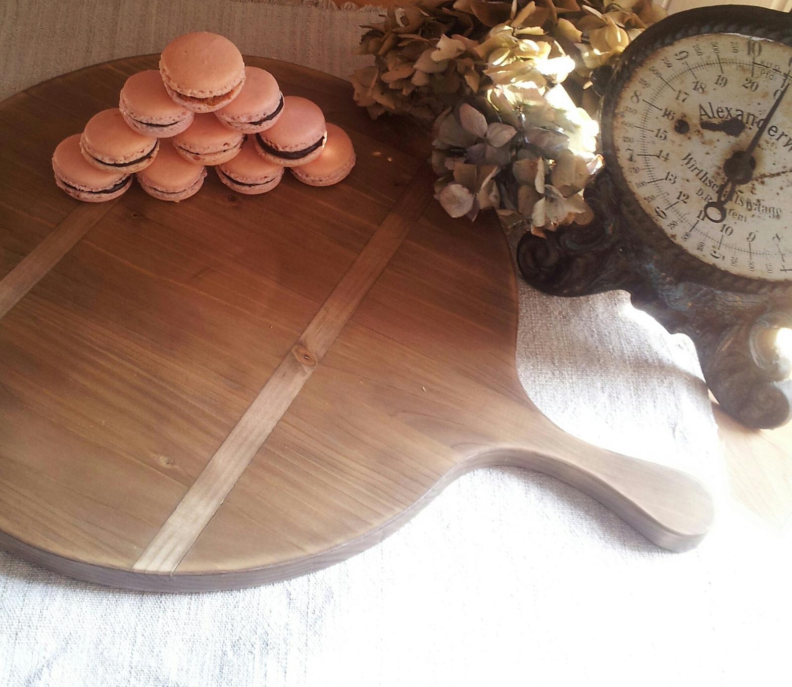..kuchyňa podľa mojich predstáv... - ..french macarons na dokonalom francúzskom servírovacom lopári od Adi @agregorov :-)