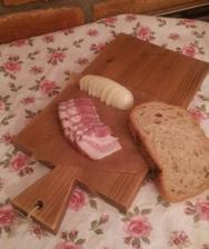 ...slaninka s cibuľou na ružičkovom prestieraní pre basska11 :-D